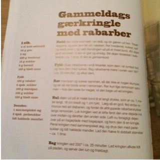 Gammeldags gærkringle med rabarber